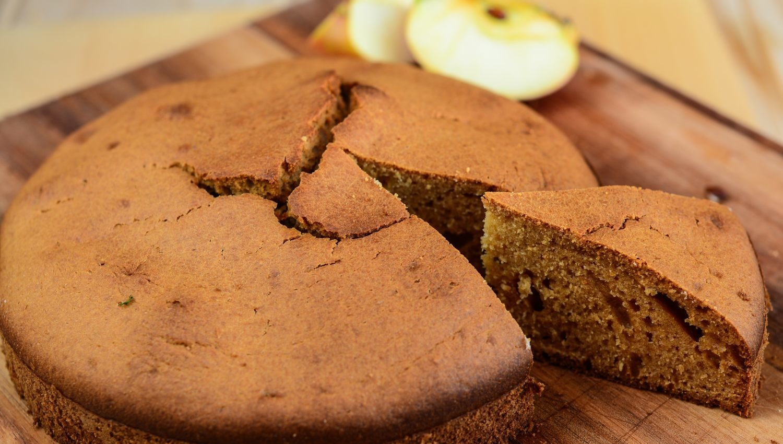 sugar-free-applesauce-cake-012