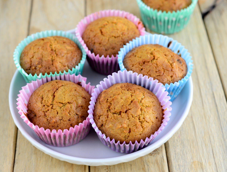 serving muffins
