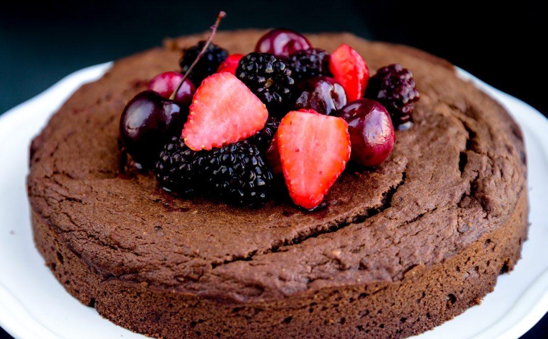 sugar-free-eggless-chocoberry-cake-016